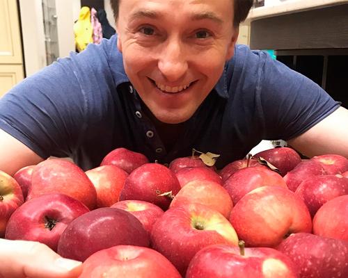 сергей любит фрукты